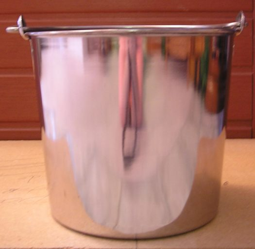 8 Qt. Heavy Duty Stainless Steel Pail with Seamless Construction