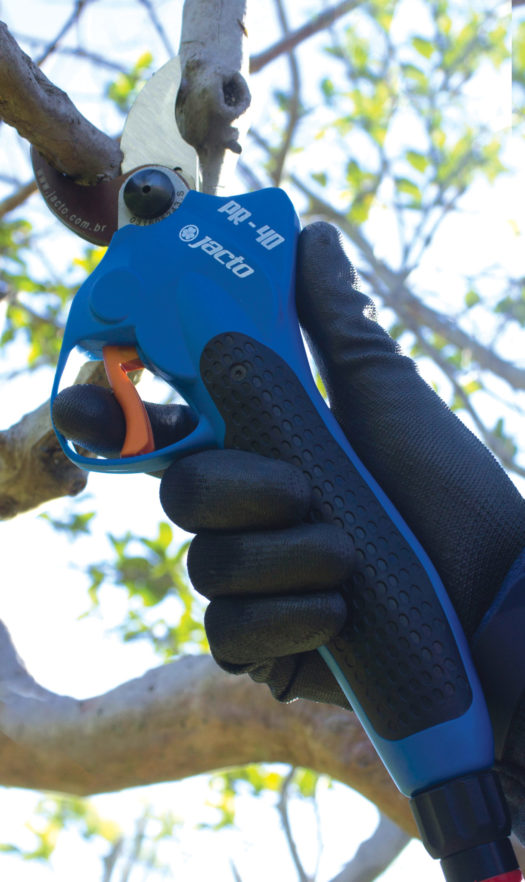 Save Time with the Jacto PR-40 Battery Powered Pruner with Progressive Cutting